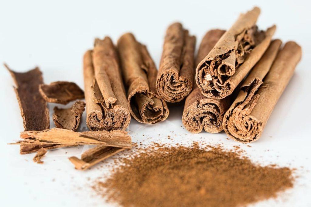 Cinnamon Sticks and Cinnamon Powder Dalchini
